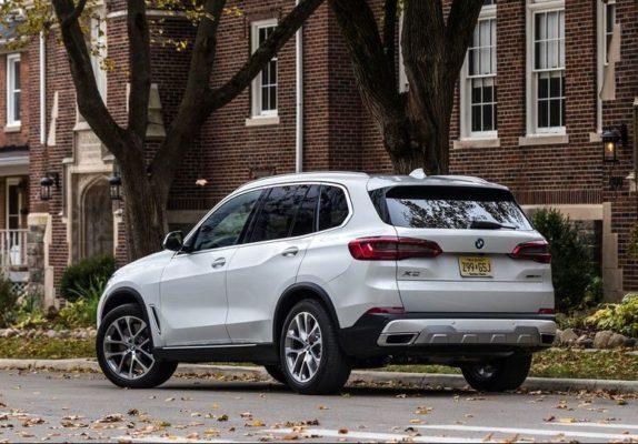 BMW 5 Series xDrive40i Rear Side View