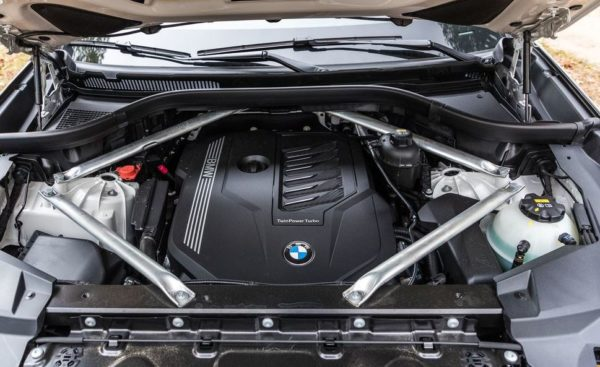 BMW 5 Series xDrive40i engine