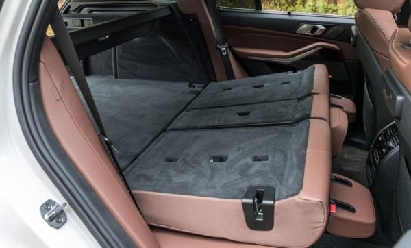 BMW 5 Series xDrive40i folding rear seats