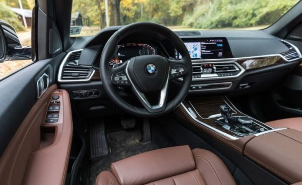 BMW 5 Series xDrive40i front cabin interior view