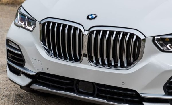 BMW 5 Series xDrive40i front grille