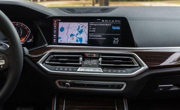 BMW 5 Series xDrive40i infotainment screen close view