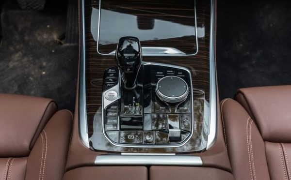 BMW 5 Series xDrive40i transmission view