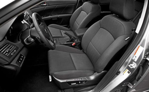 Suzuki Kizashi front seats view