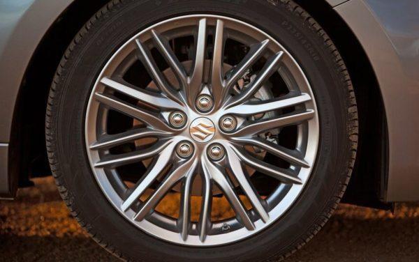 Suzuki Kizashi wheel view