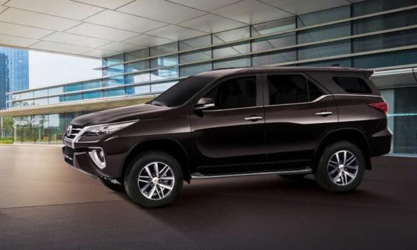 Toyota fortuner 2nd generation side view