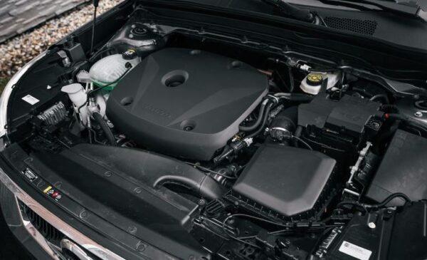 2020 Volvo XC40 engine view