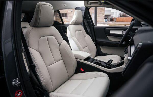 2020 Volvo XC40 front seats