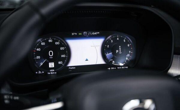 2020 Volvo XC40 information cluster