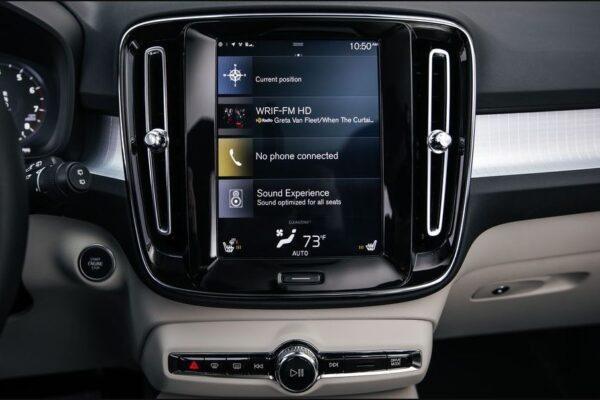 2020 Volvo XC40 infotainment screen view