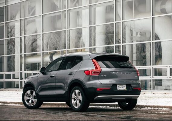 2020 Volvo XC40 side and Rear View