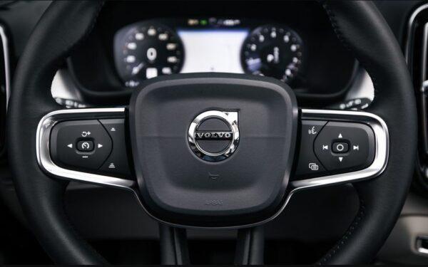 2020 Volvo XC40 steering wheel close view