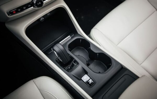 2020 Volvo XC40 transmission view