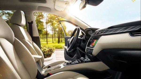 2021 SAIC Roewe EI5 EV front interior cabin