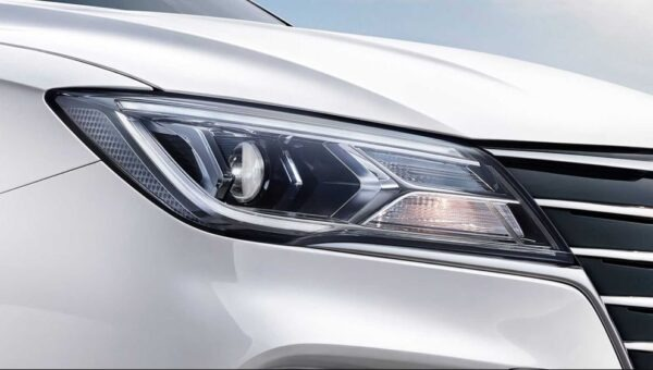 2021 SAIC Roewe EI5 EV headlamps close view
