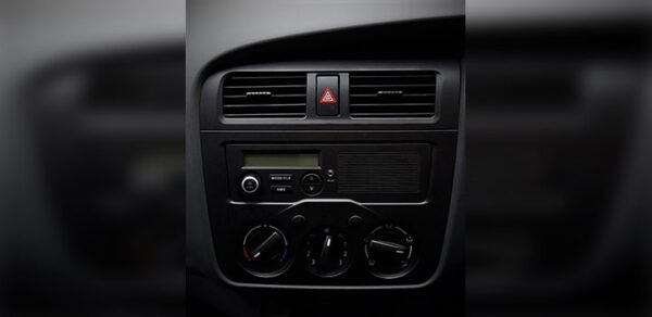 Changan M9 Pickup Truck air conditioner and fm radio view