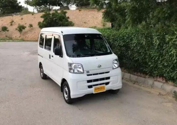 Daihatsu Hijet front view