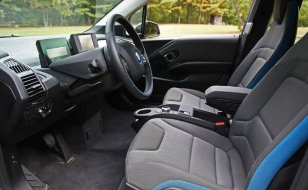 BMW i3 REX front seats view
