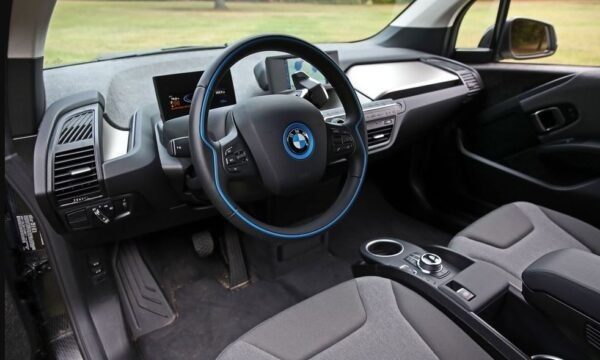 BMW i3 REX steering wheel and dashboard view