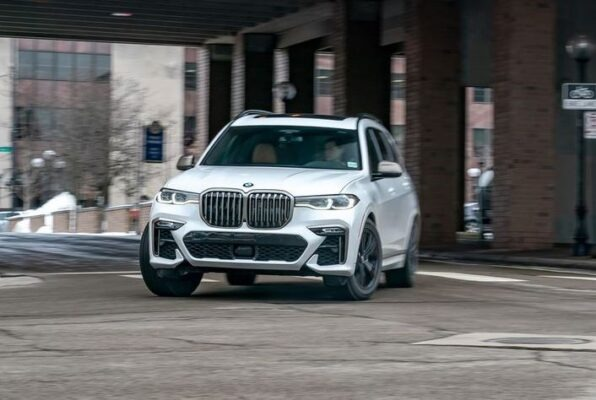 1st Generation BMW X7 SUV front view