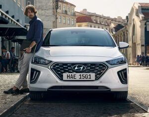 1st Generation Hyundai Ioniq Hybrid sedan front view