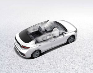 1st Generation Hyundai Ioniq Hybrid sedan has 7 air bags