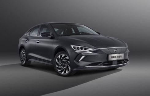 1st generation Hyundai Lafesta EV sedan front title image