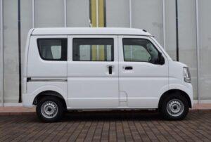 8th Generation Mitsubishi mini cab side view