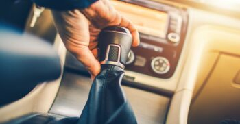 Things that should be avoided while Driving a Manual Transmission vehicle