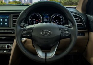 6th generation hyundai elantra sedan pakistan steering wheel view