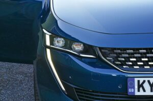 2nd generation peugeot 508 sedan headlamps view
