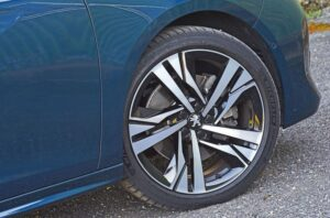 2nd generation peugeot 508 sedan wheel view