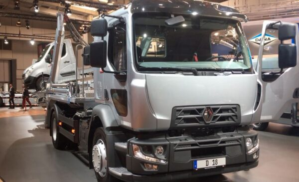Renault D 280 Commercial Medium Truck bold front view