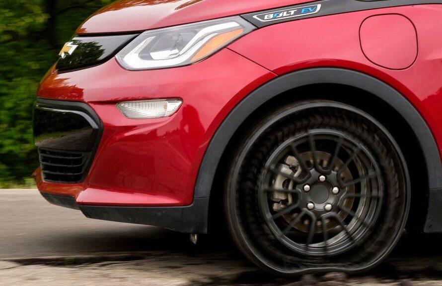 The Latest Invention in Automotive Industry is Air Less Tires