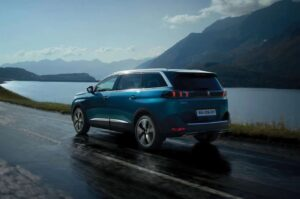 peugeot 5008 2nd generation facelift suv side and rear view