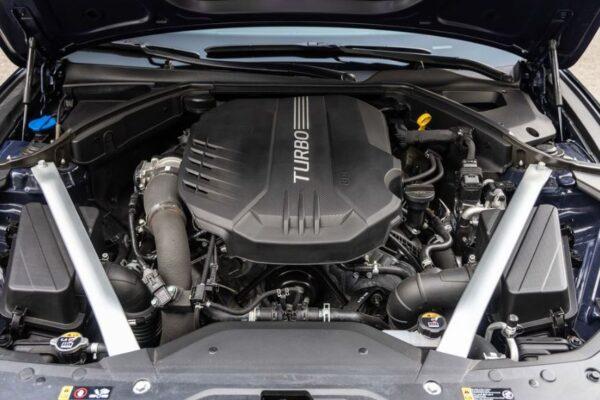 Genesis G70 Sedan 1st Generation facelift engine view