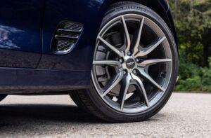 Genesis G70 Sedan 1st Generation facelift wheels view
